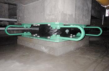 積層ゴム・ダンパー一体型免震装置点検